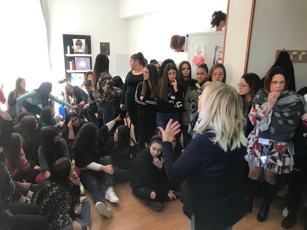 Ciocche di capelli donate alle donne colpite da tuomore