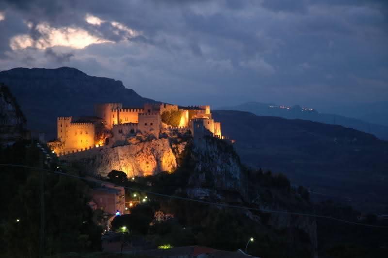 Castello-di-Caccamo-fantasma-di-Matteo-Bonello