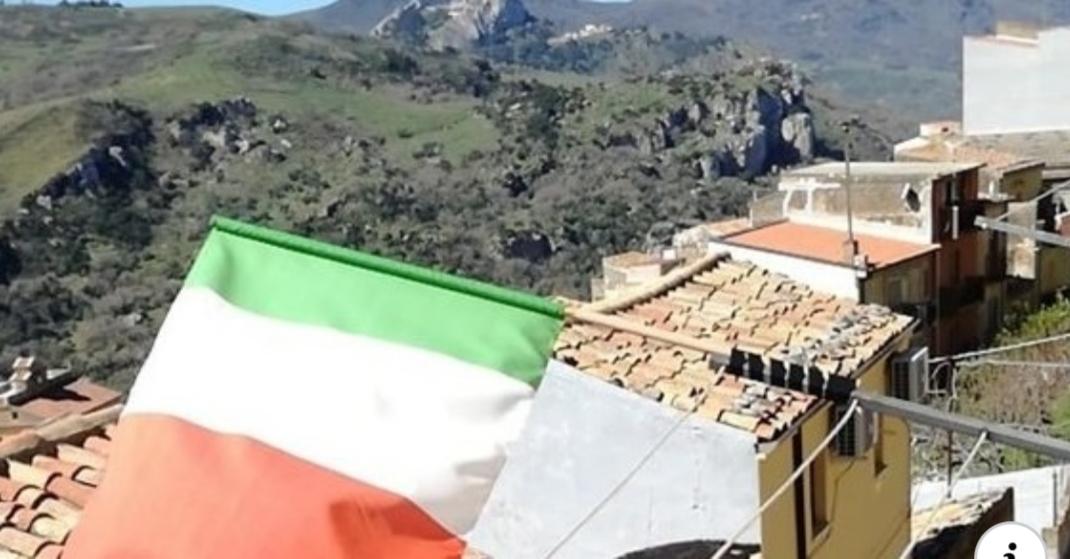 """""""Un tricolore fuori da ogni balcone"""""""