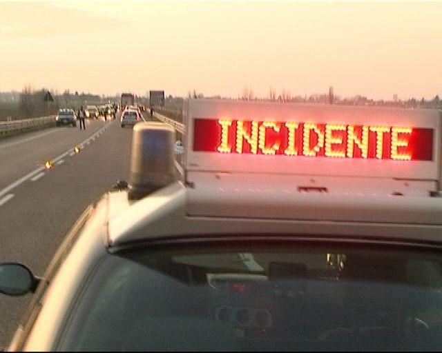 Scontro tra vettura e autocarro sulla A19, due feriti a Polizzi Generosa