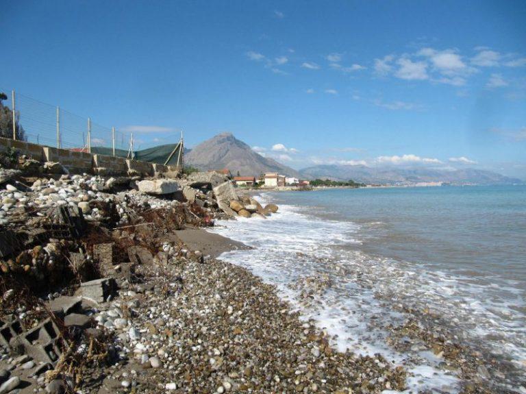 Campofelice di Roccella, pubblicata la gara per progettare il recuperodella spiaggia FOTO