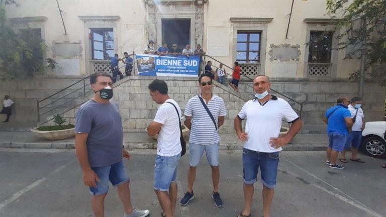 Termini Imerese: sit-in al comune degli operai dell'indotto ex Fiat FOTO