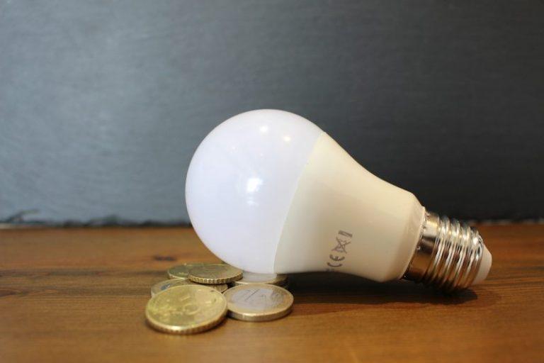 Brutte notizie per i cittadini, bolletta luce più cara del 29,8% anche il gas aumenta del 14,4%